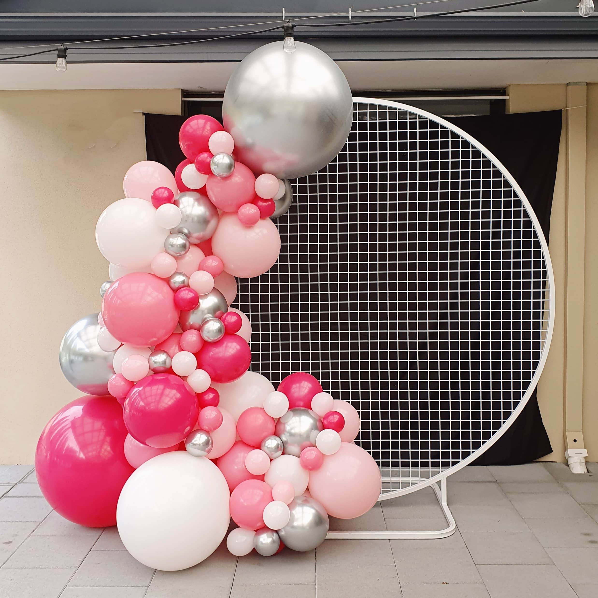 Round Mesh Backdrop with Balloon Garland